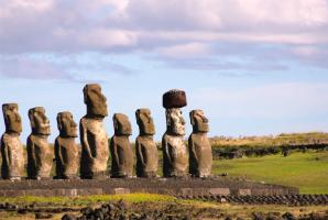 Destination-Easter-Island