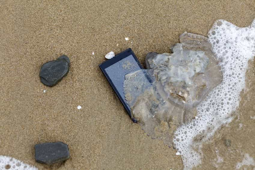 gadgets-on-beach